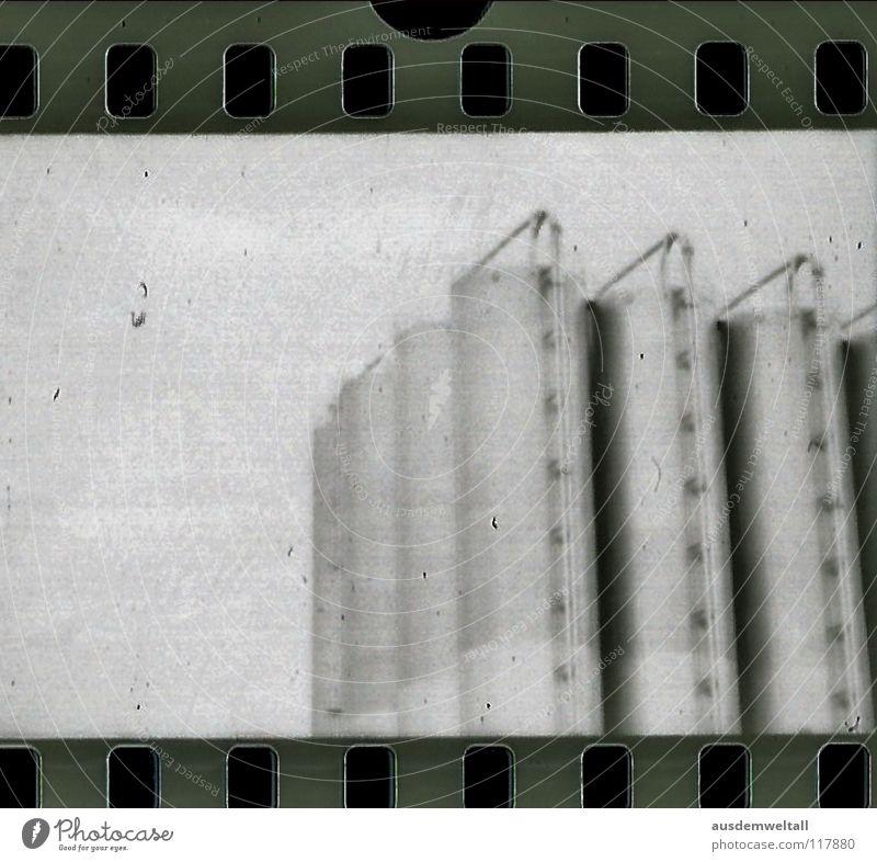 Industrie negativ Scan Schwarzweißfoto ananlog Chemie Detailaufnahme Wirtschaftsbetrieb