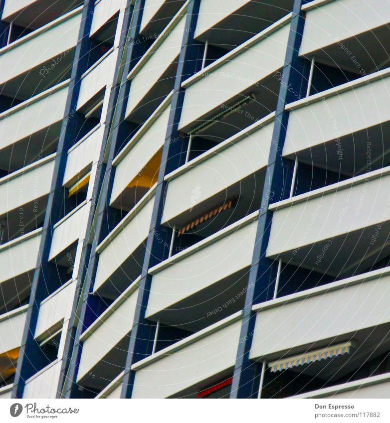 Living in a Box Hochhaus Haus Ghetto Balkon Fassade Markise Stadt Bremerhaven graphisch Plattenbau Detailaufnahme Linie Häusliches Leben