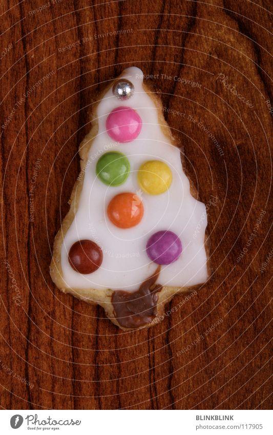 happy tree Holz Zuckerguß Schokolinsen mehrfarbig braun Schokolade süß Backwaren Weihnachtsbaum Baum Tanne Silberkugel rund rosa gelb grün violett weiß festlich