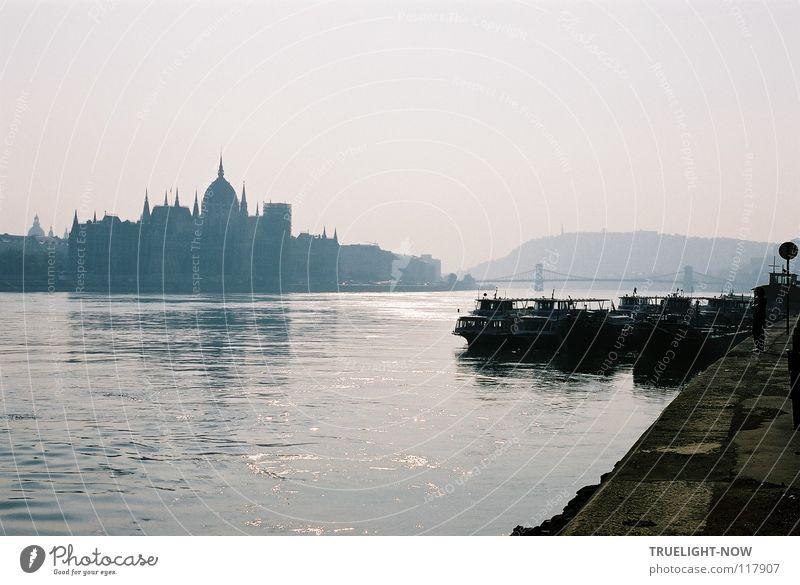 Budapest 2 alt Stadt schön Architektur träumen glänzend Kreativität Fluss Sehnsucht Vergangenheit Flussufer Schifffahrt reizvoll Wahrzeichen Hauptstadt attraktiv