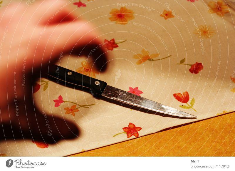 grab the knife Messer Hand Panik Seele Appetit & Hunger Ernährung dunkel Angst verrückt Tischwäsche