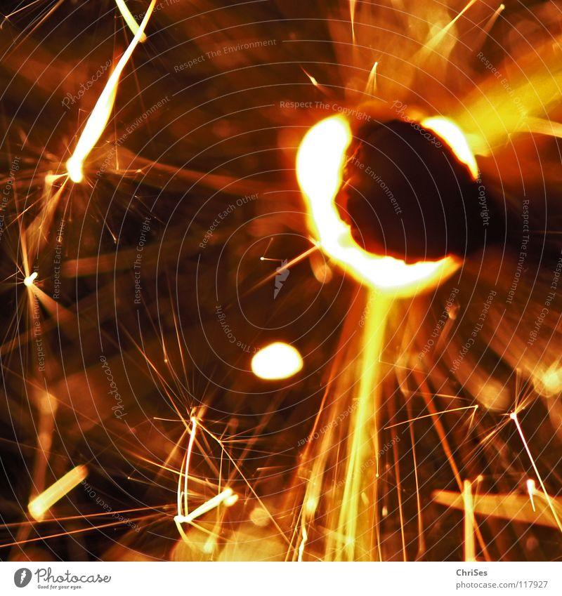 WunderKerze_07 Weihnachten & Advent weiß schwarz gelb dunkel hell Feste & Feiern glänzend Brand Geburtstag gold Feuer Stern (Symbol) Kerze Silvester u. Neujahr heiß