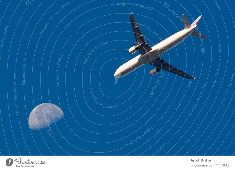 ... gleich knallt's ... Himmel blau Luft Flugzeug Luftverkehr Mond Schönes Wetter