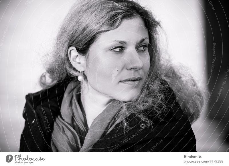 Rückblick Mensch feminin Junge Frau Jugendliche Erwachsene Kopf Gesicht 1 18-30 Jahre 30-45 Jahre Jacke Ohrringe Schal Haare & Frisuren blond langhaarig