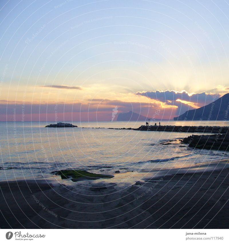Nachweh Himmel Sonne Meer blau Wolken träumen Traurigkeit Sand hell Stimmung Beleuchtung Wellen Küste Vergänglichkeit Sehnsucht Bucht