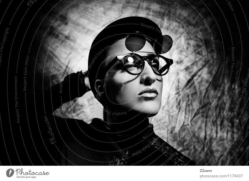 Stranger Lifestyle elegant Stil schön feminin Junge Frau Jugendliche 18-30 Jahre Erwachsene Skulptur Mode Piercing Brille Sonnenbrille Hut blond Coolness dunkel