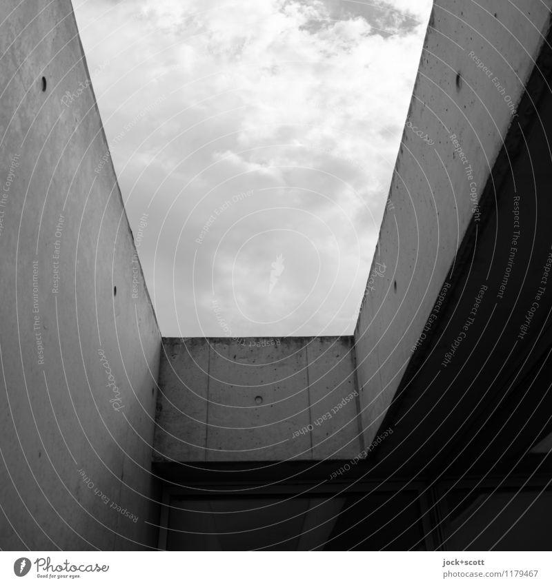 Lückenfüller Architektur Futurismus Himmel Wolken Gebäude Wand Beton eckig modern trist Verschwiegenheit Symmetrie schmucklos Öffnung Detailaufnahme
