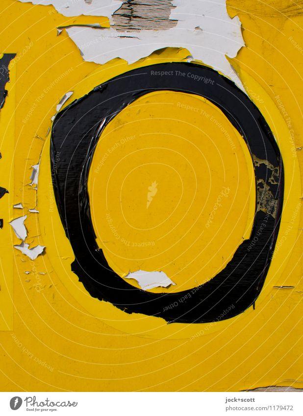 das gelbe O Typographie Folie Kunststoff Schriftzeichen Schilder & Markierungen Großbuchstabe authentisch einfach kaputt retro Verfall Vergänglichkeit