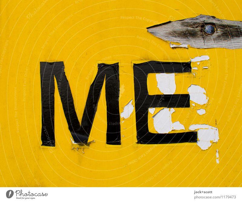 ME auf gelben Grund Typographie Grafik u. Illustration Folie Etikett Kunststoff Schilder & Markierungen Wort authentisch einfach kaputt retro Verfall