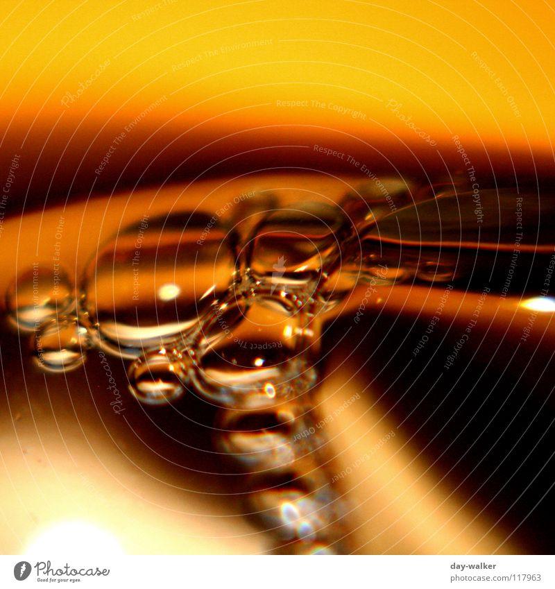 Bubbles II Wasser schwarz gelb dunkel Luft hell braun Flüssigkeit Blase blasen beige