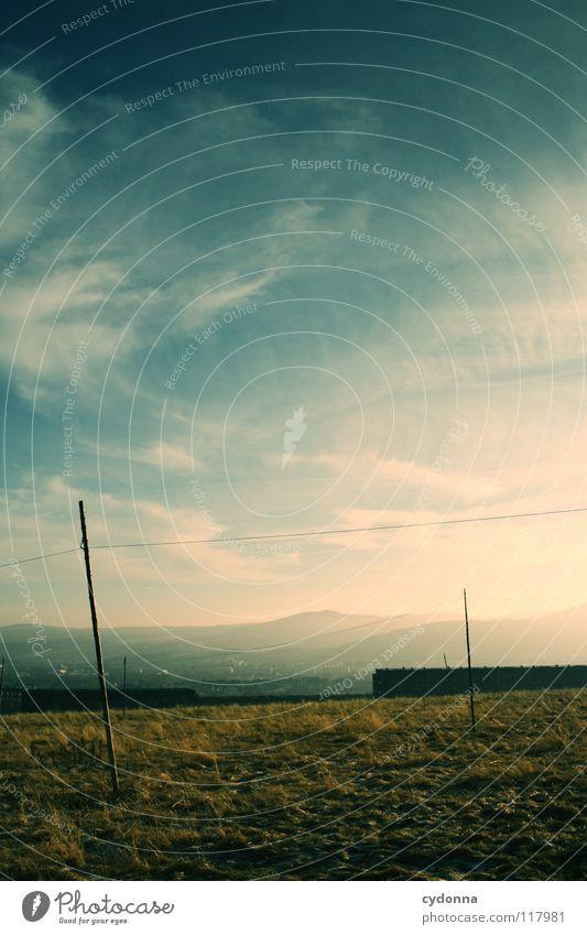 In der Ferne ... Himmel Natur blau schön Sonne Winter Wolken ruhig Einsamkeit Haus Wiese Leben kalt dunkel Landschaft