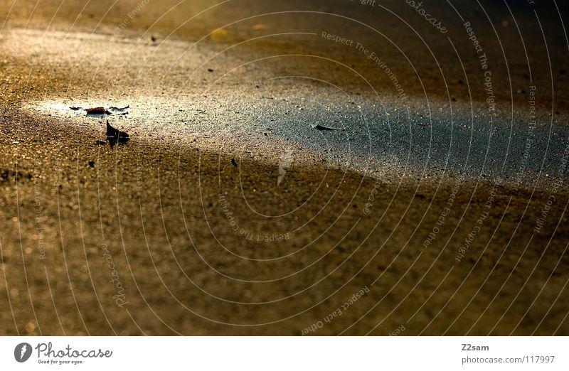 PFÜTZE Pfütze Reflexion & Spiegelung Sommer nass feucht glänzend Teer Beton beige braun einfach Strand Küste Sonne Wärme körnung Strukturen & Formen