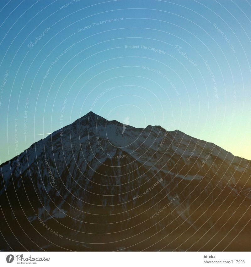 Elements IV Himmel Winter Einsamkeit dunkel Leben kalt Schnee Berge u. Gebirge grau Stein Erde Luft Wetter Angst Beginn