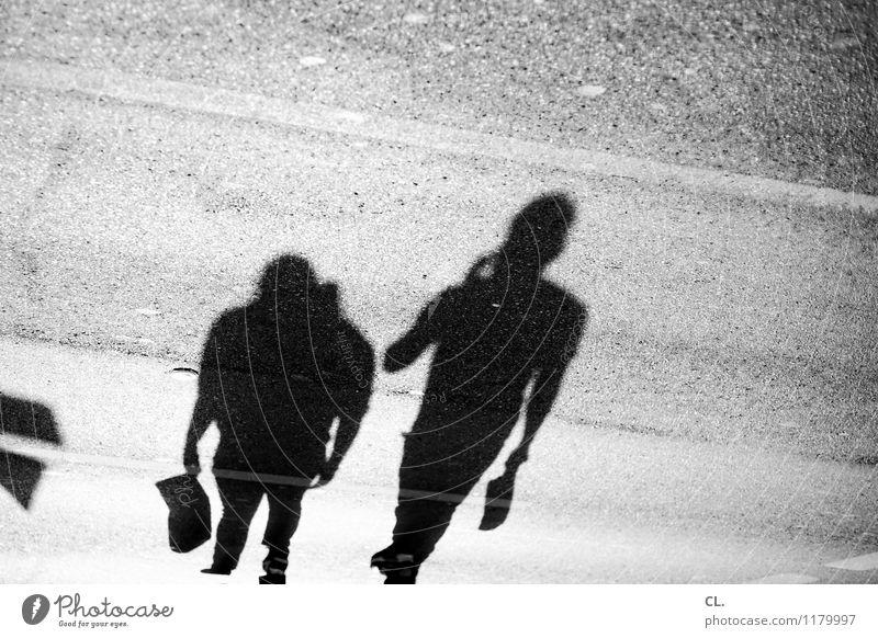 schattenspiele Mensch Erwachsene Leben Straße Wege & Pfade gehen Freizeit & Hobby Schönes Wetter kaufen Boden Verkehrswege Identität Telefongespräch Fußgänger