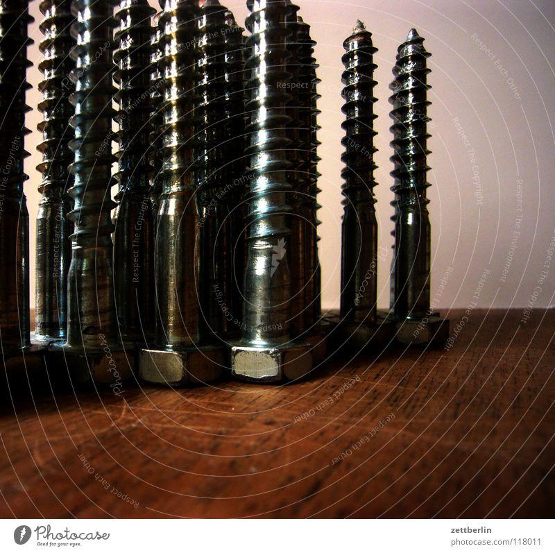 Schraube locker Haus Arbeit & Erwerbstätigkeit Holz Metall Ordnung stehen Baustelle Stahl Handwerk beweglich Eisen Schraube vertikal Holzplatte Hausbau Handarbeit