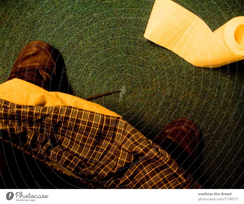 TAGESGESCHÄFT Mann Natur Erholung Fuß Schuhe sitzen Papier Reinigen Sauberkeit Bad Kot Toilette Hose Ladengeschäft Am Rand Sitzgelegenheit