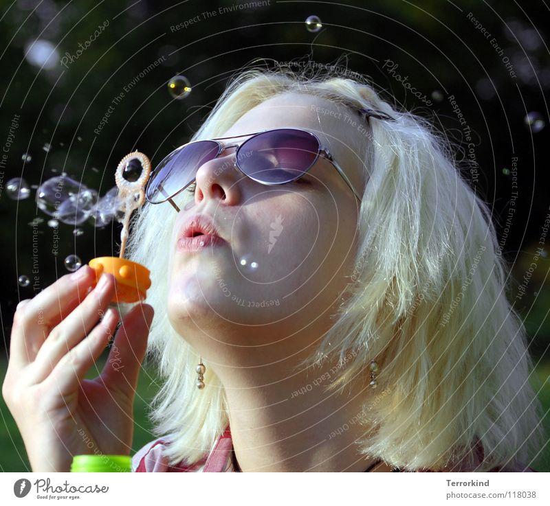 meine.seufzer.machen.bunte.bläschen.reloaded. Brille Kinn Hintergrundbild Seifenblase stöhnen Trauer Gedanke blasen Konzentration kindlich Kindergeburtstag