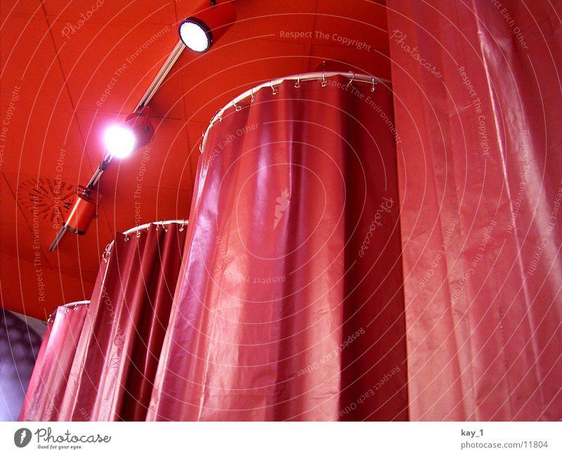 Umkleide Umkleideraum rot Ladengeschäft Dinge store changing room changing cubicle red