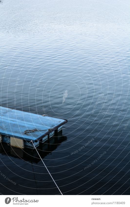 sehen Wellen Seeufer Flussufer Strand Teich blau Schwimmsport Schwimmen & Baden Floß fliegend Dock Farbfoto Außenaufnahme Menschenleer Textfreiraum oben