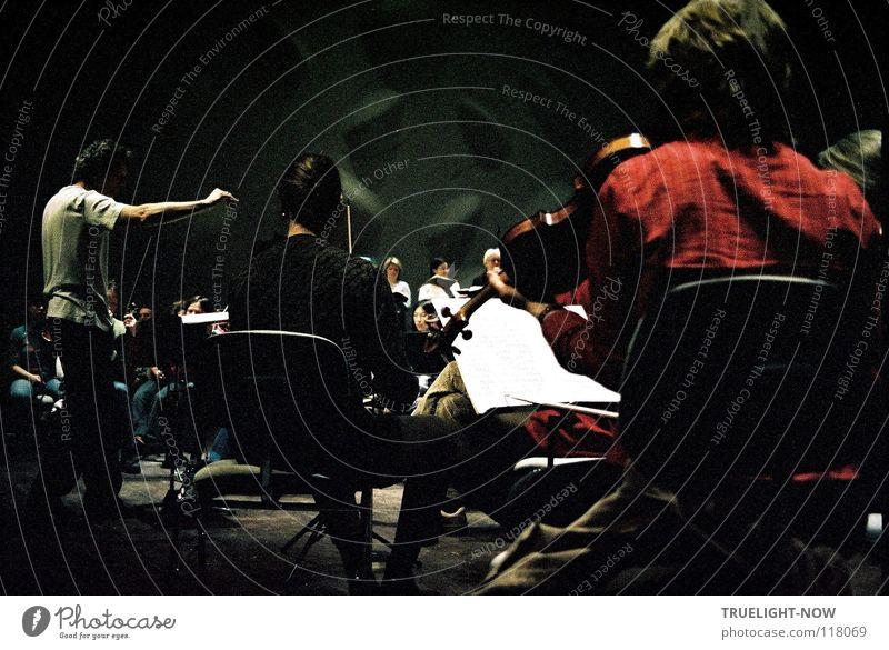 Passion 2 Freude dunkel Gefühle klein Zusammensein Musik Glaube Frieden Leidenschaft Schmerz Konzentration harmonisch Konzert Bühne festlich Musiker