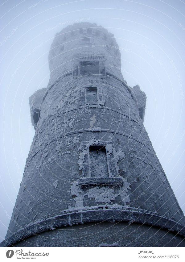MR. FROSTY Nebel Einsamkeit kalt dunkel Winter Wald nass feucht gefroren Natur Nebelstimmung Macht Koloss groß Haus fest cold Frost frozen forest woods Turm