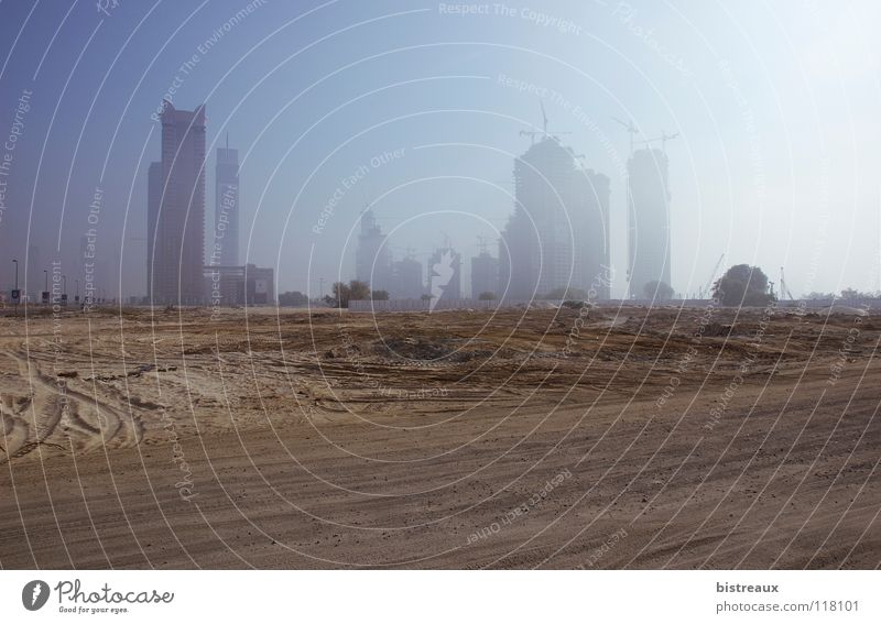 Escape Tower Dubai Vereinigte Arabische Emirate Baustelle Nebel Business Bay Sand Morgen Wüste Sonne Burj Dubai Falcon Tower Executive Towers Dubai Holding