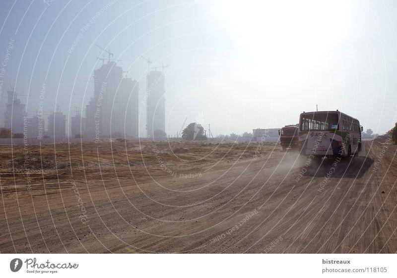 Business Bay 001 Sonne Sand Hochhaus Baustelle Wüste Bus Kran Staub Dubai Asien Vereinigte Arabische Emirate