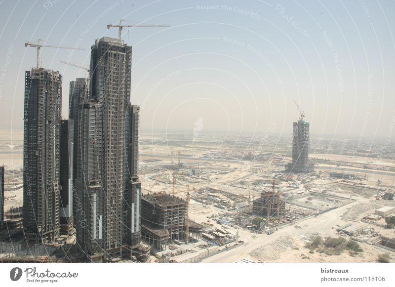 Business Bay 002 Dubai Vereinigte Arabische Emirate Baustelle Kran Hochhaus Sand Morgen Wüste Sonne Escape Tower Executive Towers Dubai Holding Emaar