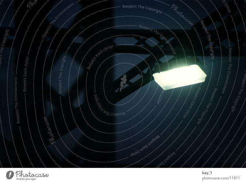 steel light Einsamkeit Lampe dunkel kalt Industrie Brücke Stahl