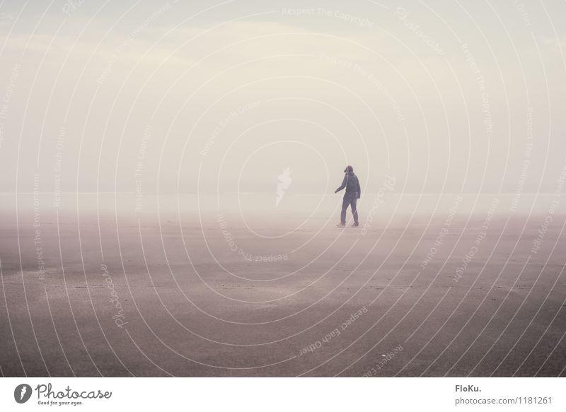 Nebel zieht in dichten Schwaden... Ferien & Urlaub & Reisen Strand Mensch feminin Junge Frau Jugendliche 1 18-30 Jahre Erwachsene Umwelt Erde Sand Wasser