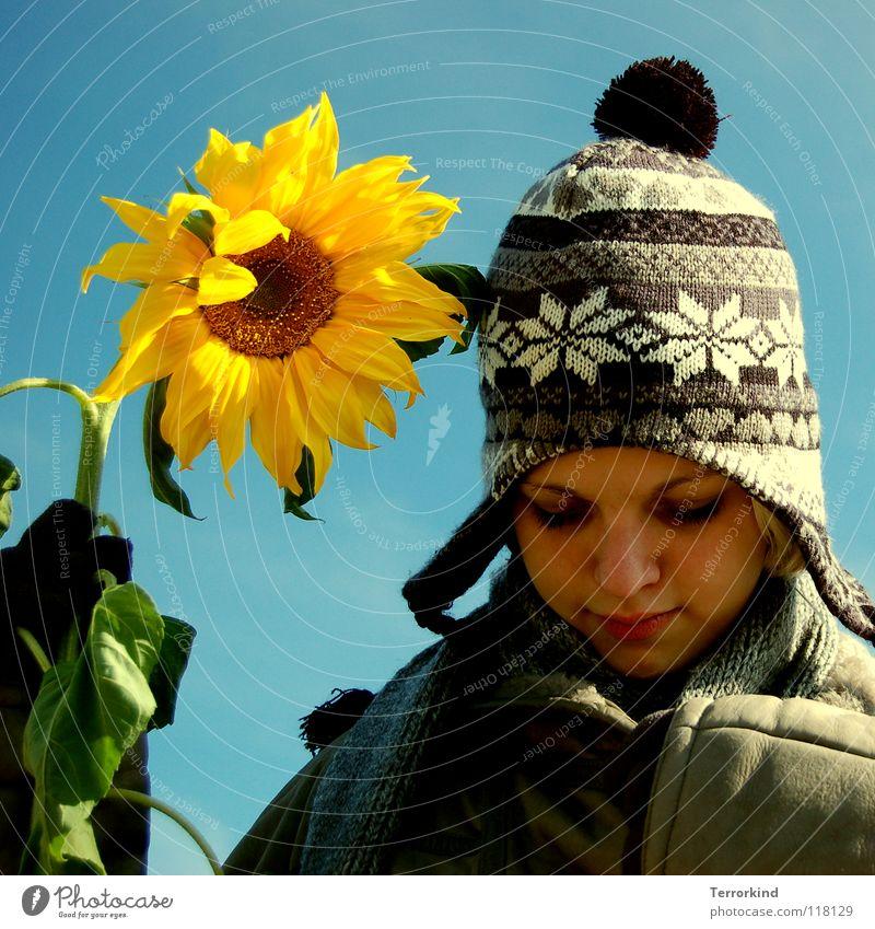 wenn.ich.die.als.freund.habe. Blume Sonnenblume Stengel Feindschaft Sommer Winter Frühling Herbst Jahreszeiten Mantel Handschuhe Mütze Schal Frau weiß gelb