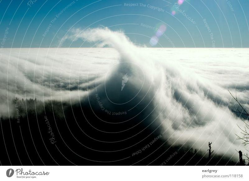 Wolkenwogen I Brandung Wellen Spitze fließen bezaubernd Naturphänomene Horizont Gegenlicht Lichtfleck Außenaufnahme Zauberwald azurblau Himmel Tschechien