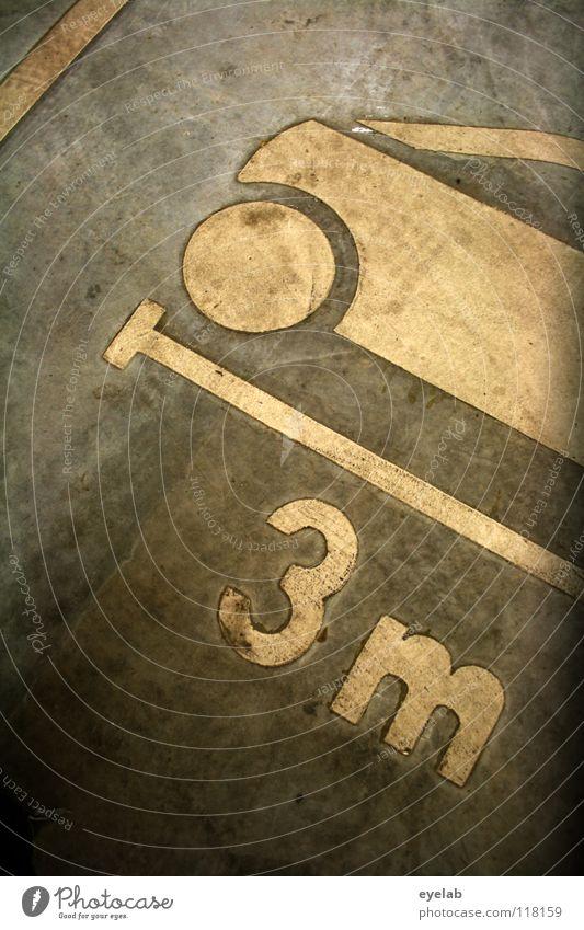 Klare Diskriminierung ab Mittelklasse-PKW ! (Vol.2) weiß Straße grau klein PKW Beton Platz 3 groß Verkehr Schriftzeichen Hoffnung Bodenbelag Ziffern & Zahlen Hinweisschild lang