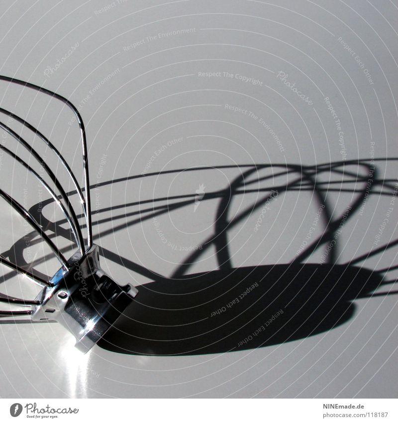 Schattenspiel weiß schwarz Ernährung kalt grau Metall Kunst Beleuchtung glänzend Dekoration & Verzierung Kochen & Garen & Backen Küche durcheinander silber Draht Glätte