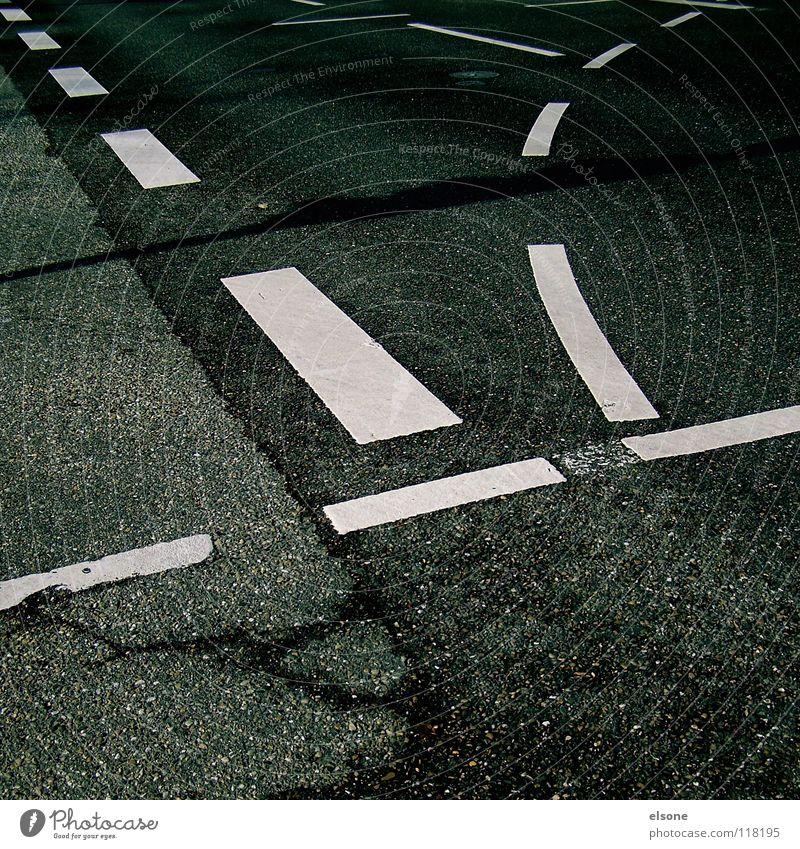 ::RICHTUNGSWEISEND:: Straße Wege & Pfade Stein Linie Verkehr Schilder & Markierungen leer Kommunizieren Kreis Beton Eisenbahn Zeichen Symbole & Metaphern Bürgersteig Asphalt Verkehrswege
