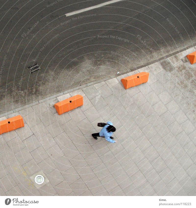 4er-Kette Baustelle Mensch 1 Verkehrswege Fußgänger Straße Asphalt Bürgersteig Parkverbot Mittelstreifen Beton gehen niedlich Ordnung Ferne Schutz