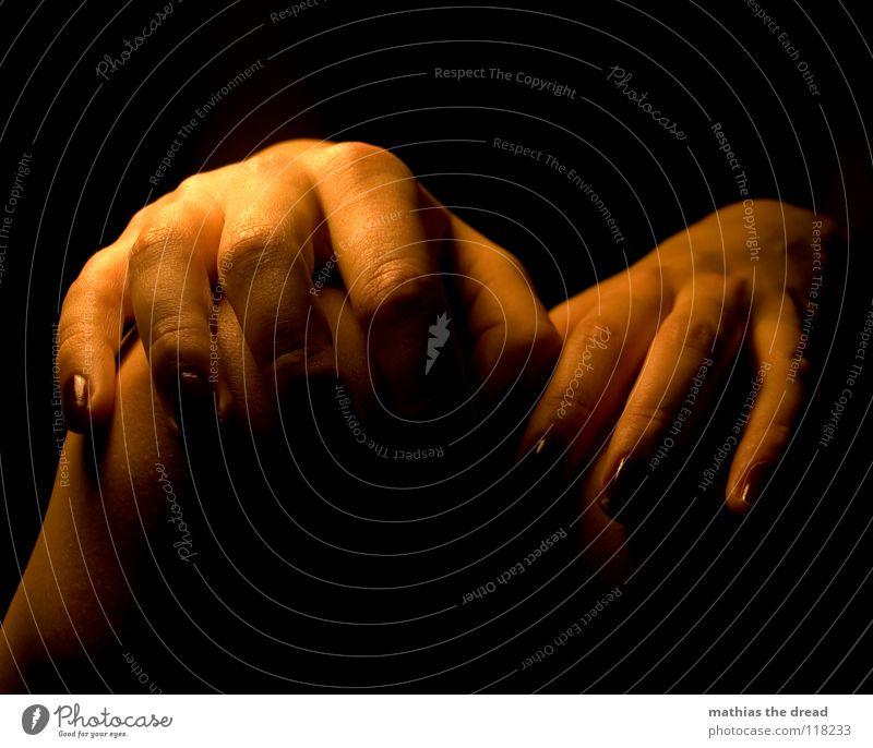 DON'T TOUCH ME! Mensch Frau blau Hand schön dunkel feminin Leben Beine orange Angst sitzen Haut warten verrückt gefährlich