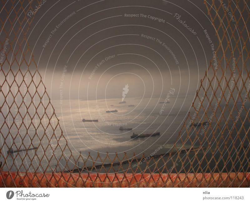 stimmungstief Gibraltar Wolken Meer Wasserfahrzeug dunkel Apokalypse Außenaufnahme Himmel Gewitter zukunftslosigkeit Traurigkeit