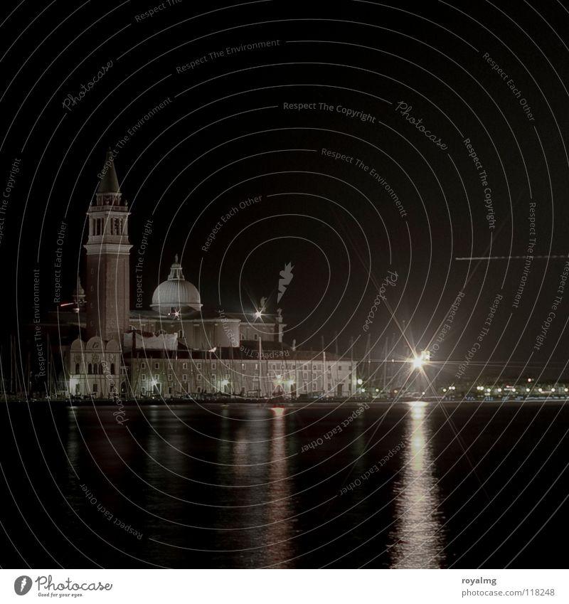 ...black Venedig Abend Nacht schwarz Licht Flugzeug Kuppeldach Meer Reflexion & Spiegelung historisch Gotteshäuser Italien Kathedrale Turm Wasser Fluss Küste