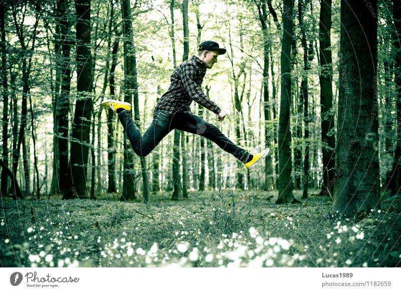 Jump around Mensch Kind Natur Ferien & Urlaub & Reisen Jugendliche Mann Baum Blume Junger Mann Freude 18-30 Jahre Wald Erwachsene Bewegung Wiese Gras