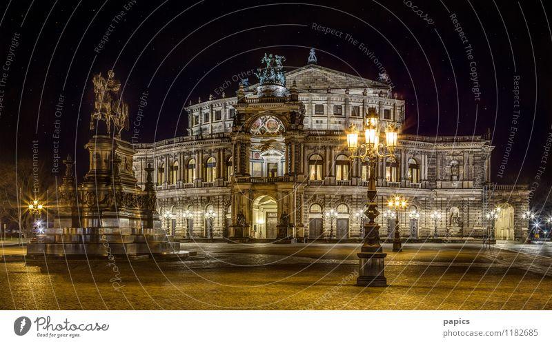 Dresden - Semperoper bei sternenklarer Nacht Winter Hauptstadt Stadtzentrum Altstadt Gebäude Sehenswürdigkeit Wahrzeichen historisch Reichtum schön Tourismus