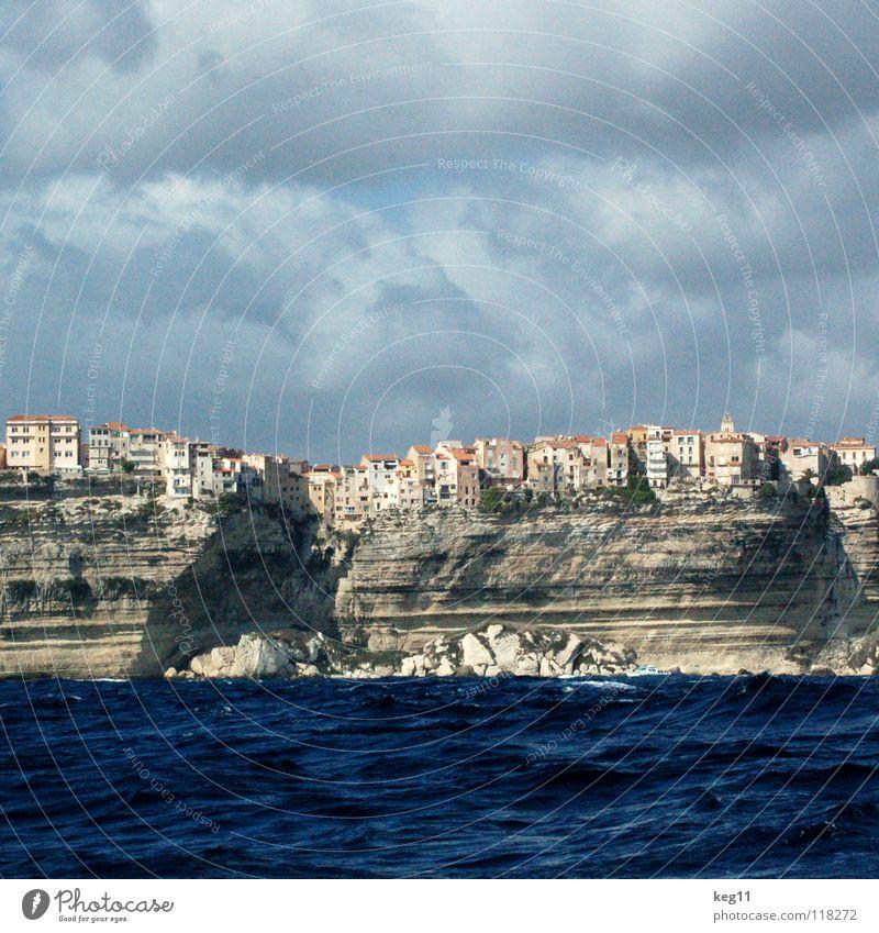 Mein Reihenhaus. Korsika Ferien & Urlaub & Reisen Segeln Wasserfahrzeug Wolken Meer Aussicht Fenster weiß beige Bonifacio Strand Erholung Wellen Sturm Sportboot