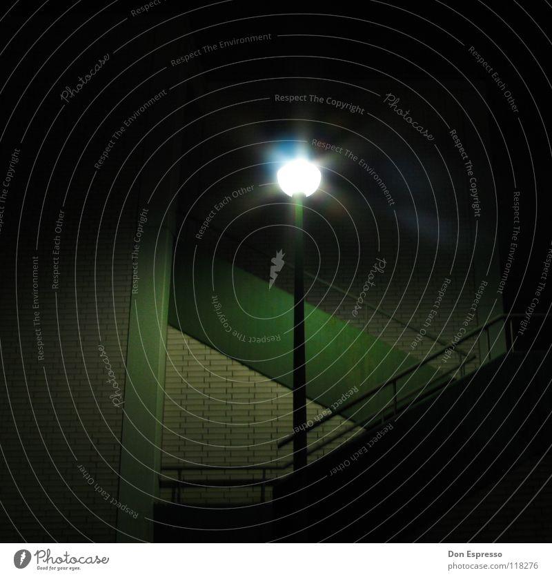 Nachts_unterwegs.jpg grün Lampe dunkel Beleuchtung Treppe Laterne Geländer
