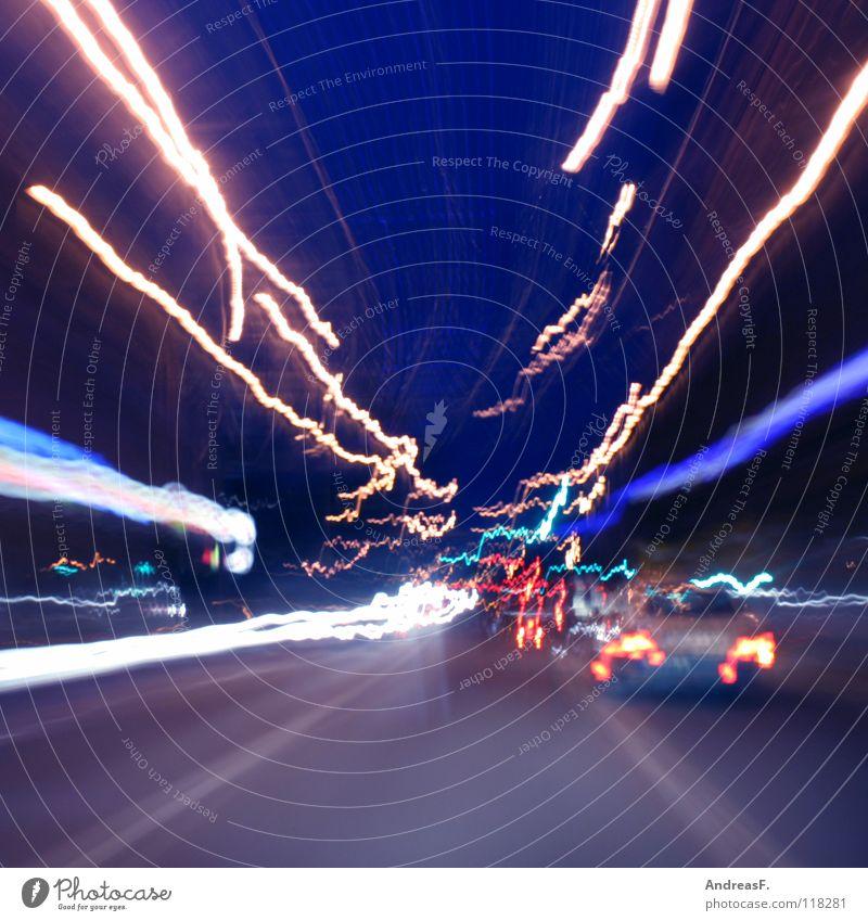 Sekundenschlaf Alkoholisiert chaotisch Rauschmittel Leuchtspur planlos Verkehr Straßenverkehr Autofahren Langzeitbelichtung ohnmächtig träumen Panik
