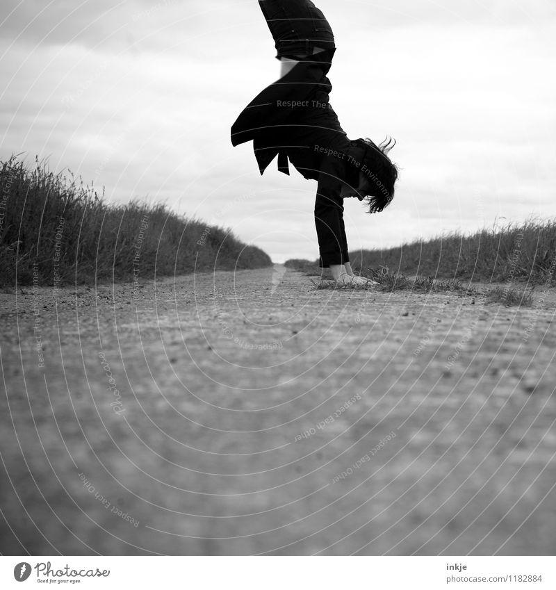 Freizeitausgleich Lifestyle Freude Freizeit & Hobby Sport Fitness Sport-Training Handstand Frau Erwachsene Leben Körper 1 Mensch 30-45 Jahre Natur Horizont