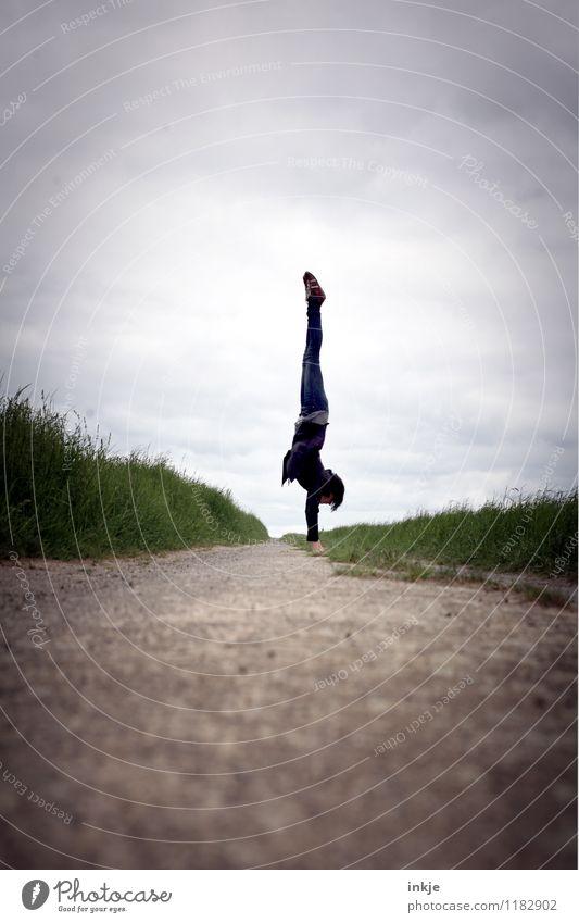 keine Hektik Mensch Frau Sommer Freude Ferne Erwachsene Leben Frühling Herbst Wiese Wege & Pfade Freiheit Lifestyle Zufriedenheit Freizeit & Hobby Feld