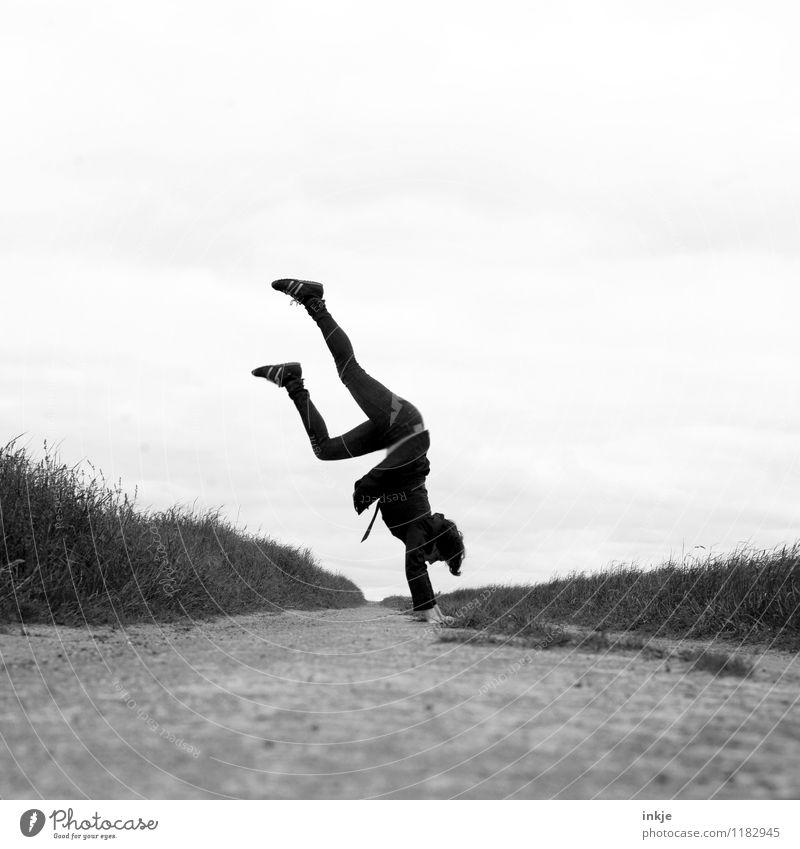 Üben, üben, üben .... Mensch Frau Sommer Freude Erwachsene Leben Frühling Gefühle Herbst Wege & Pfade außergewöhnlich Stimmung Lifestyle Freizeit & Hobby Kraft Körper