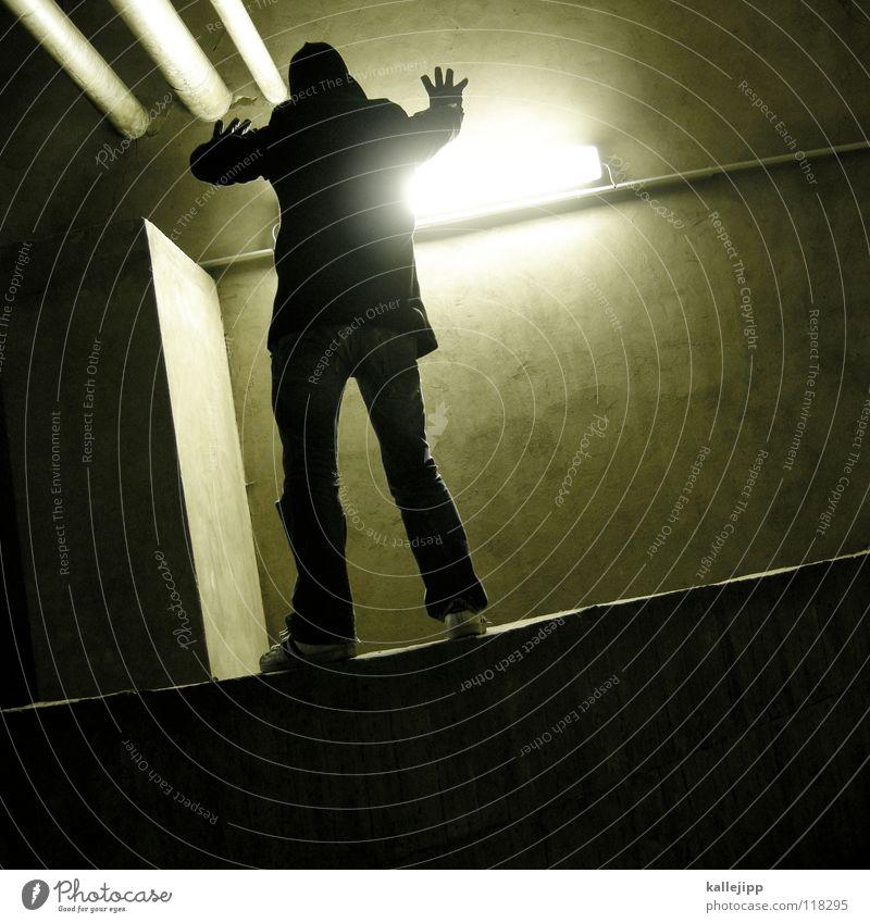 fang das licht Licht Motte springen Dieb Einbruch Kriminalität Parkhaus Blick Kapitän Lampe Aussicht Navigation Richtung See Luft Kurort frisch Späher blenden