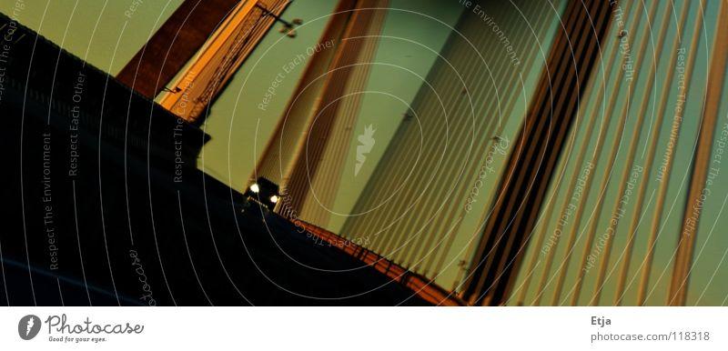 Geisterfahrer? rot Winter Strand schwarz gelb dunkel PKW Küste Kunst Geschwindigkeit Brücke fahren Insel Kultur