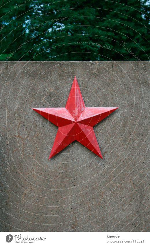 Eisenstern rot Wand Metall Beton Stern (Symbol) Denkmal Krieg Russland Wahrzeichen Eisen Friedhof Weimar Sowjetunion